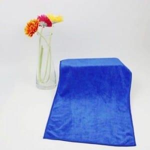Brush weft knitted microfiber towel